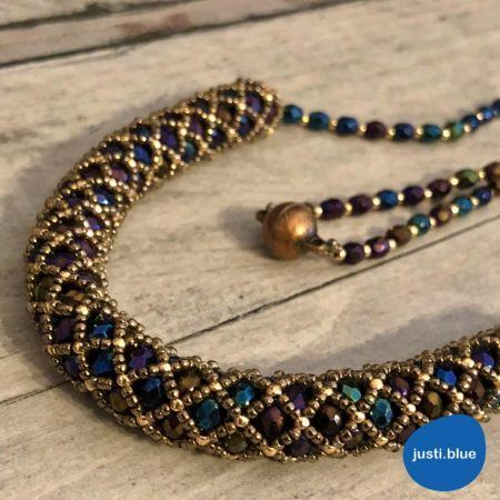 Tubular netting stitch in blue gold necklace